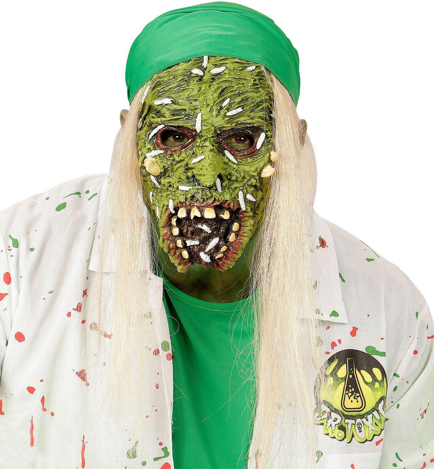 Besmette zombie masker met haar kind